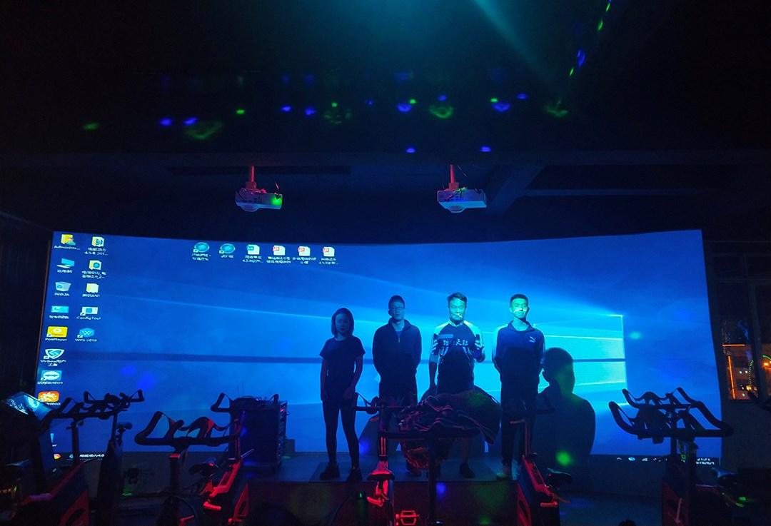 云南昆明嵩明县凤尊健身中心3D动感单车系统使用培训